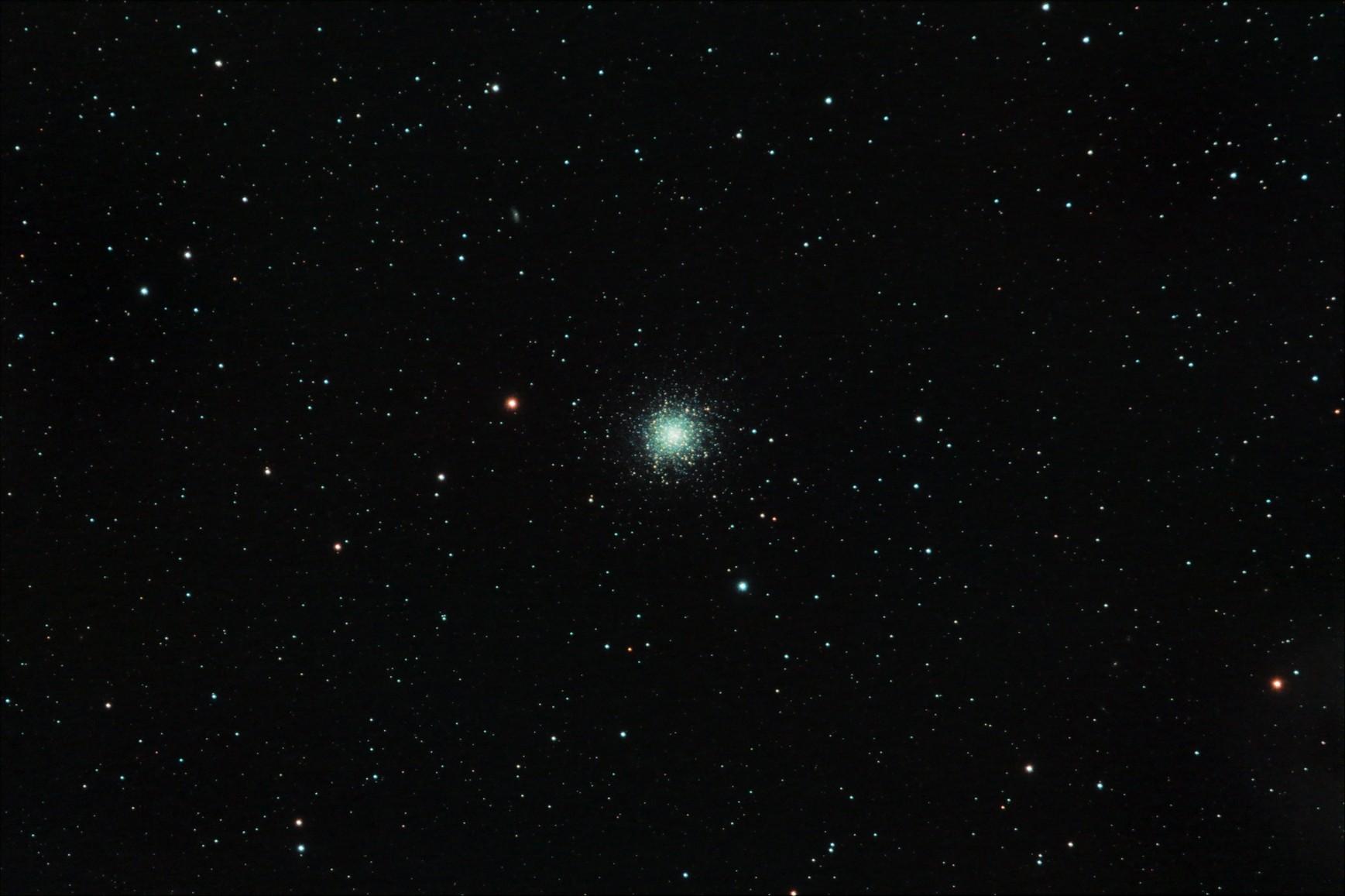 M13 - guľová hviezdokopa (27.5.2011 - Rubinar 5,6/500, 26x5 min, Canon 350Da)