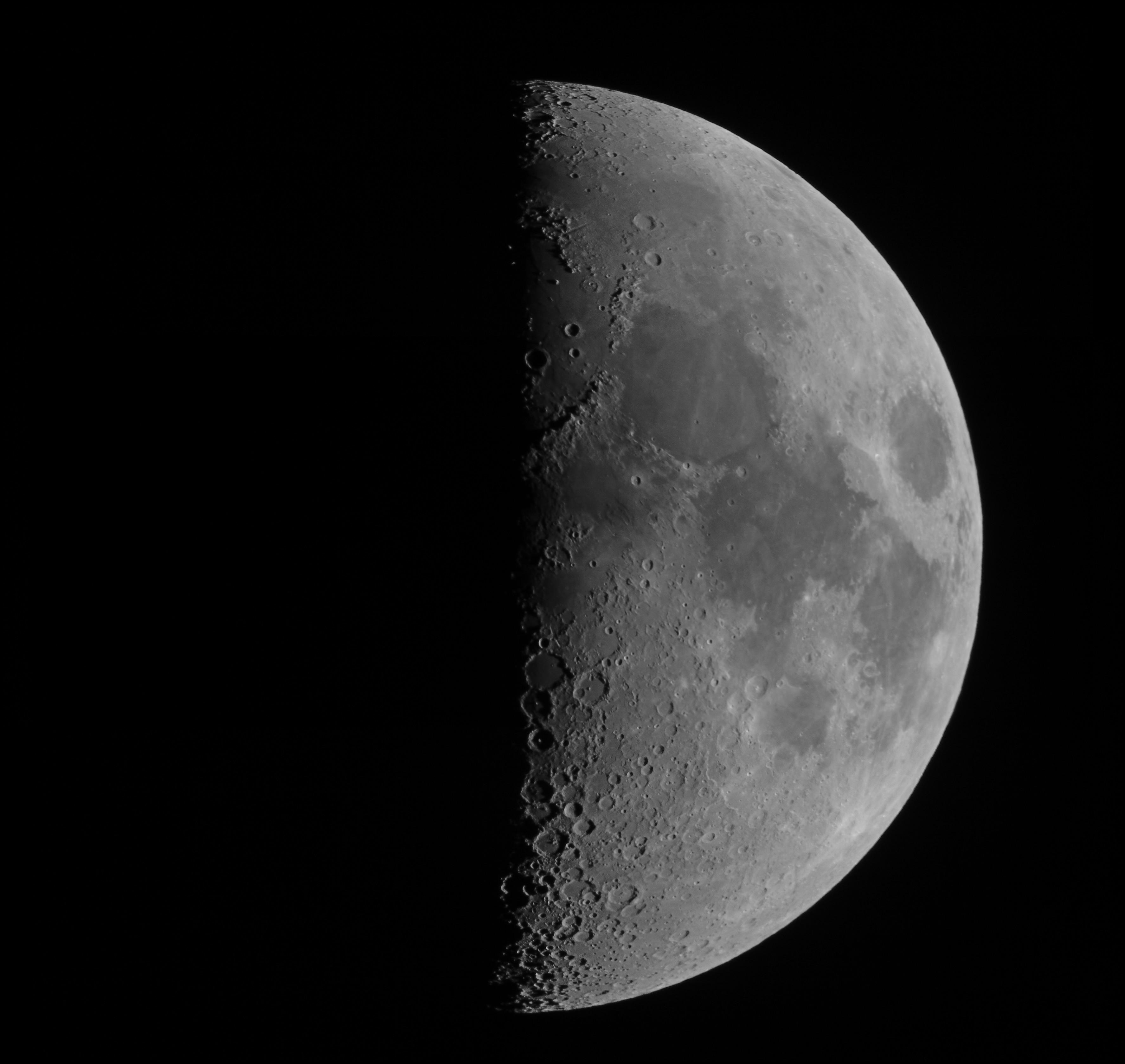 Mesiac - mozaika z dvoch snímok (TAL 200K)